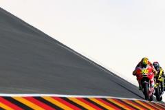 Der italienische Ducati Pilot und MotoGP-Superstar Valentino Rossi (vorn) und der US-amerikanische Yamaha-Pilot Colin Edwards steuern ihre Motorräder am Freitag (15.07.2011) im Zweiten Training für den Deutschland-Grand-Prix über den Sachsenring in Hohenstein-Ernstthal. An diesem Wochenende startet auf der sächsischen Traditionsrennstrecke auch die Königsklasse MotoGP. Foto: Jan Woitas dpa/lsn